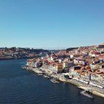 Pogled na rijeku sa mosta u portugalu