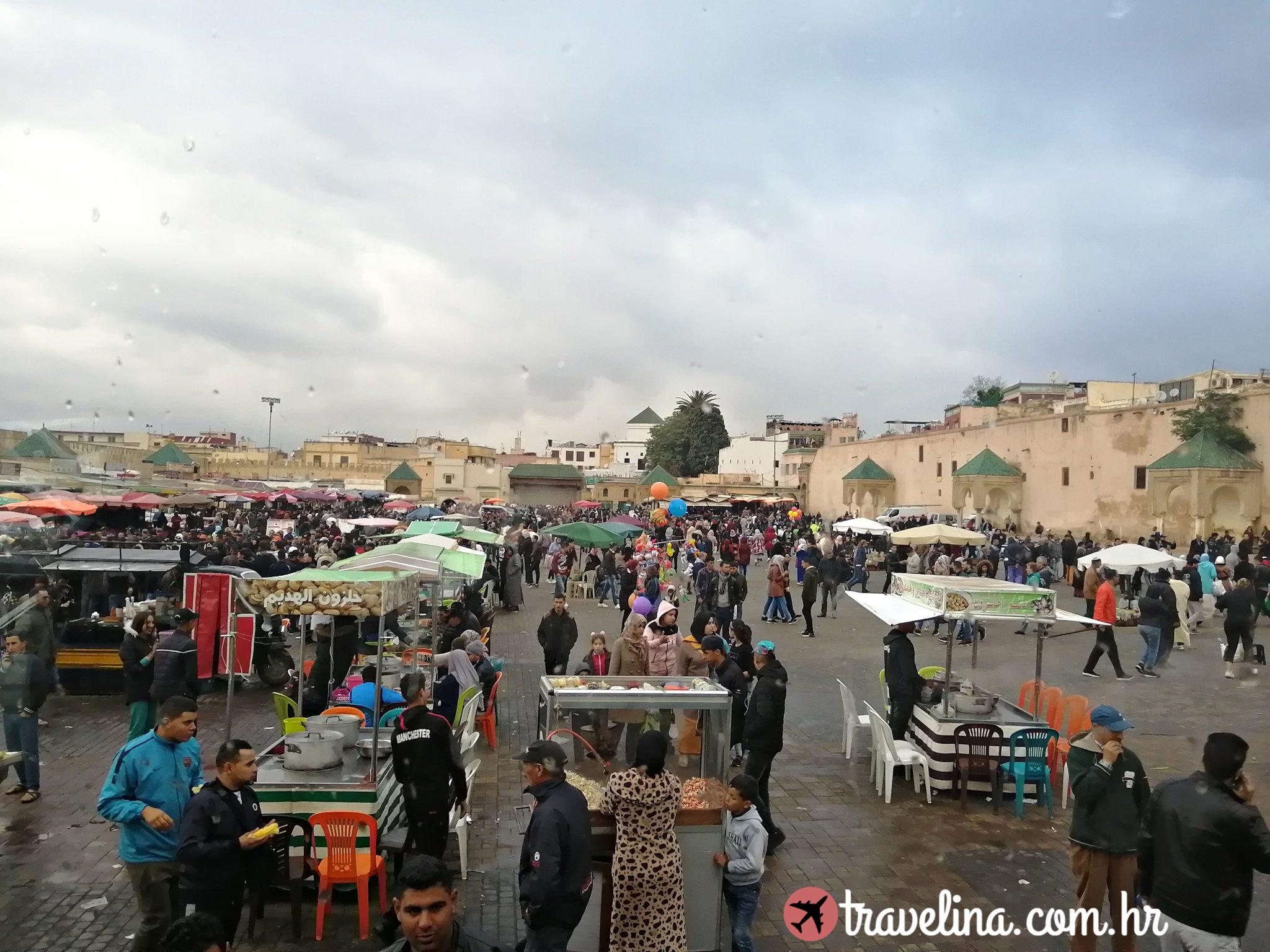 Meknes , glavni trg putovanje u maroko