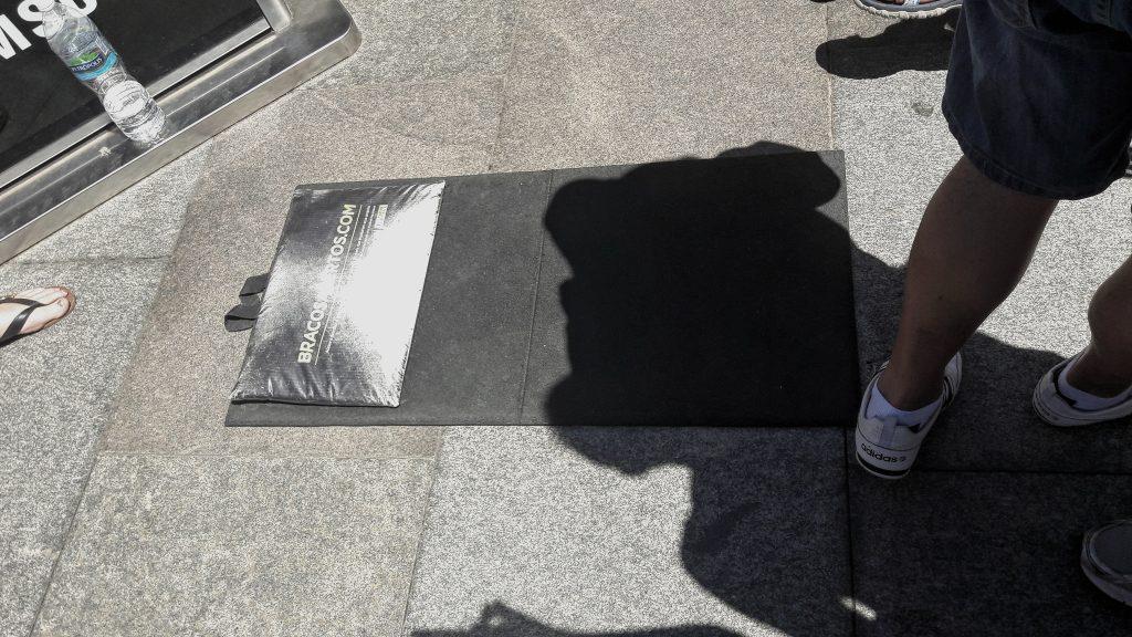 Strunjače na podu za ugodnije slikanje sa Kipom Isusa Iskupitelja