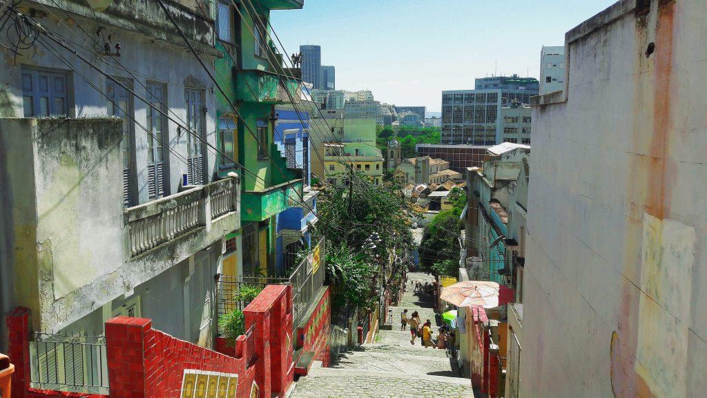 Pogled sa Escadaria Selaron rio de janeiro centar brazil travelina