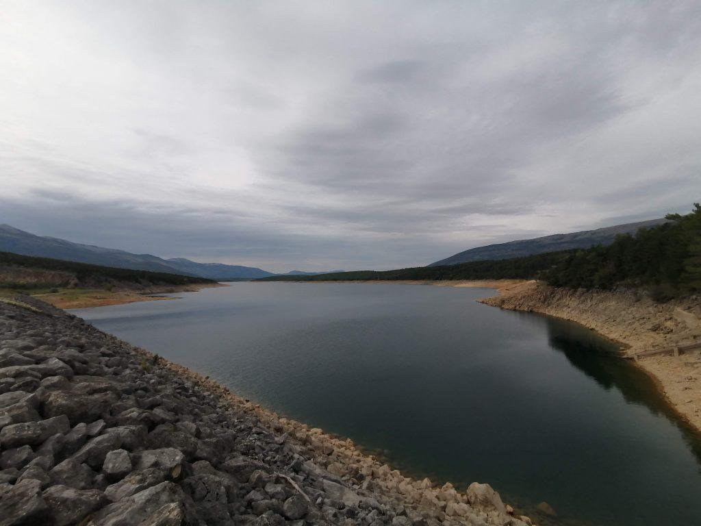 perucko jezero pogled sa brane peruce travelina com hr