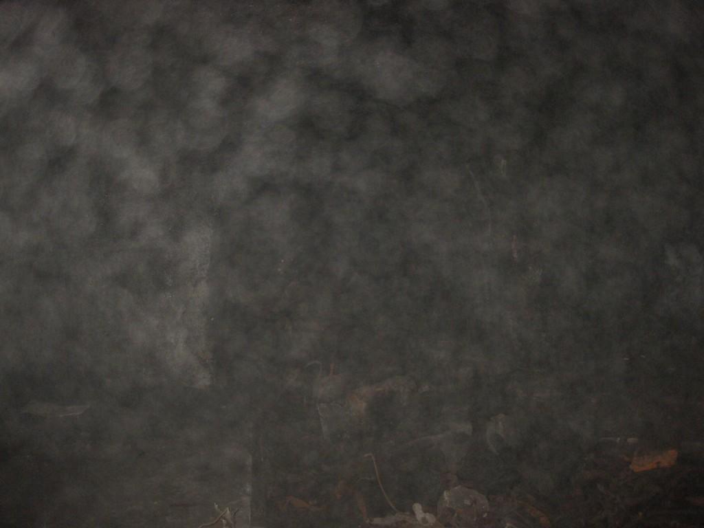 Jimblog je uhvatio stanje u zraku u unutrašnjosti objekta. I na kameri su vidiljive velike količine prašine, vlage i neidentificiranih čestica